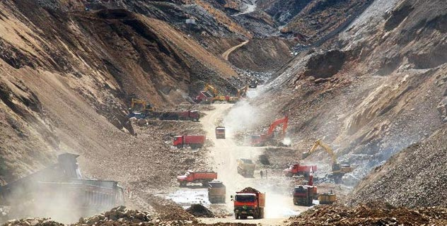Mega-extraction in Gyama valley. Source: tibet.net